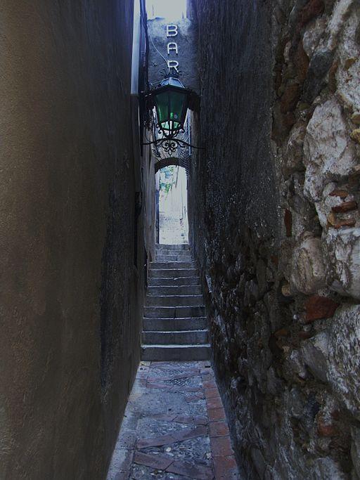 Vicolo_stretto_di_Taormina
