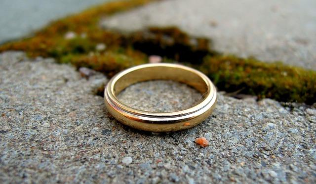 ring-1286607_640